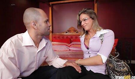 Reo Saionji video porno di donne mature lesbiche gioca con la sua vagina nella vasca da bagno